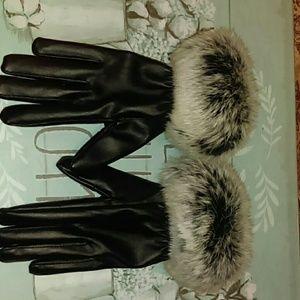Women's fur gloves